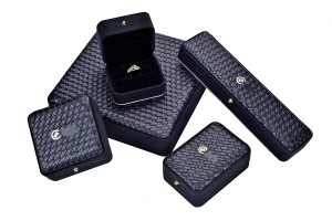 JH-010 plastic jewelry gift box laminated with paper and customized logo and color