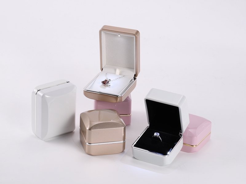 ZTB-126 new design diamond shaped plastic jewelry gift box with gold rim