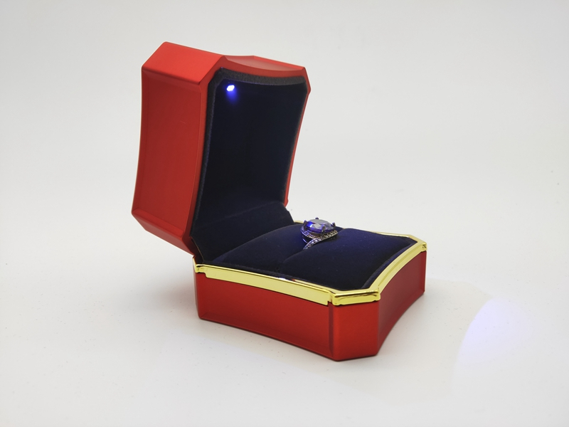 ZTB-052A Newest Style LED Ring Box, Touch feeling paints Lighted Ring Storage Box Jewelry Display Case Gift for Wedding Engagement (RED)