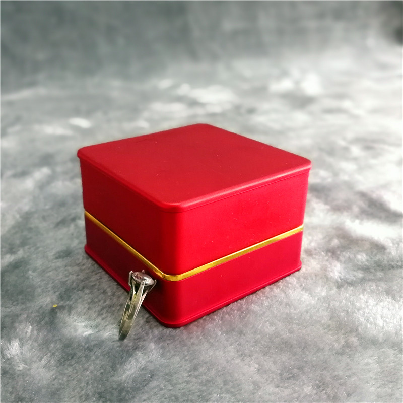ZTB-016A3 red color metallic plastic jewelry gift  box for ring storage with LED light