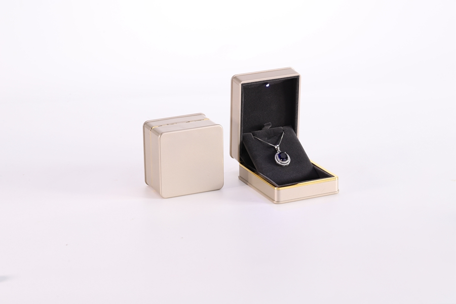 ZTB-016 painted plastic jewelry gift box with LED light