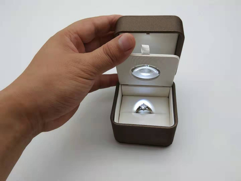 """ZTB-104 PU jewelry box with """"magnifying glass"""" inside to enlarge your jewelry"""