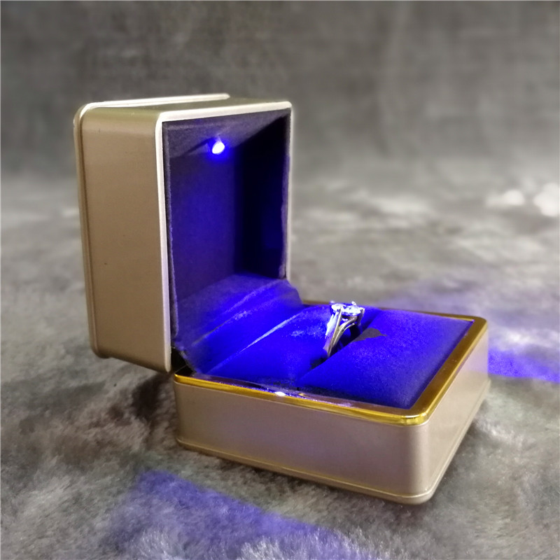 ZTB-016A1 golden color painted plastic jewelry ring gift box with LED light