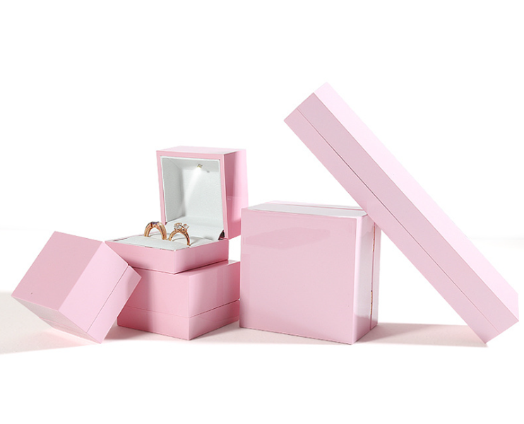 ZTB-068 pink color piano lacquer effect jewelry gift box with LED light for engagement ,wedding,party