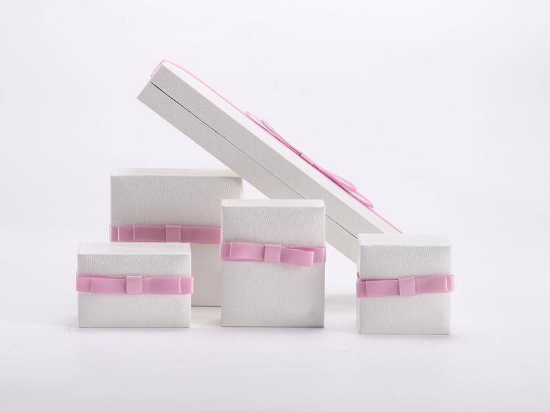 ZTB-110 plastic hinged jewelry box with ribbon