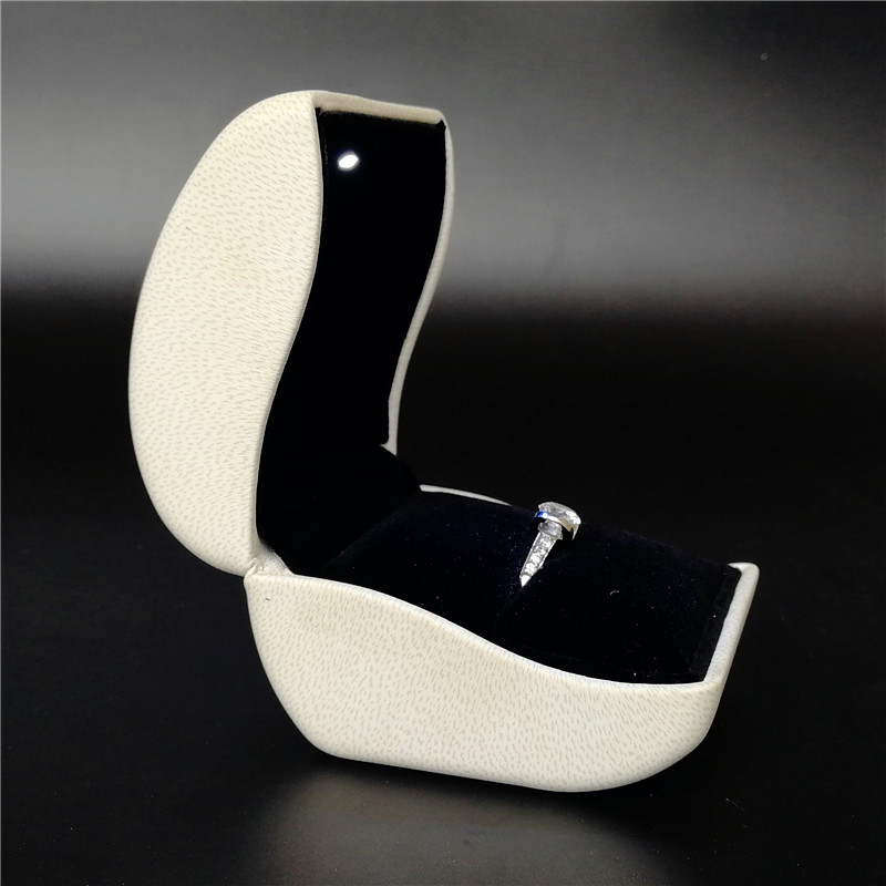 ZTB-031A2  white color PU leather  LED light up ring storage box for proposal and engagement