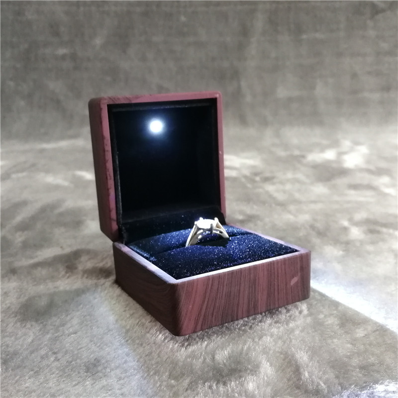 ZTB-014-B wooden finishing surface plastic jewelry ring gift box with LED light